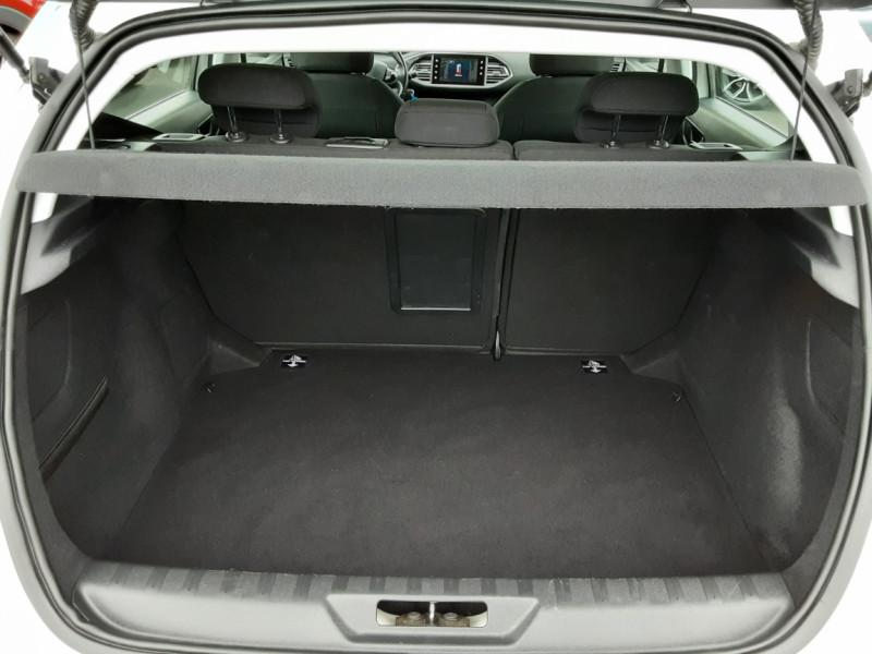 Photo 29 de l'offre de PEUGEOT 308 1.6 BlueHDi 120ch SetS EAT6 Active Business à 13200€ chez Centrale auto marché Périgueux