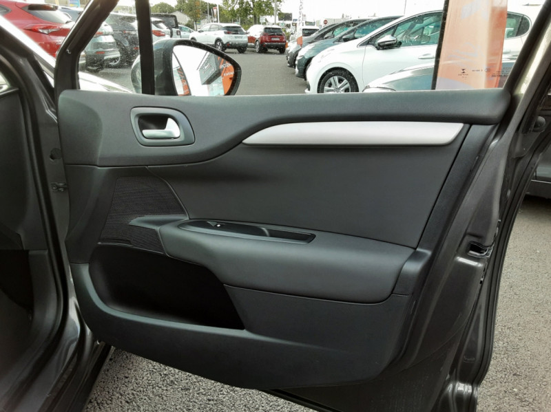 Photo 38 de l'offre de CITROEN C4 BlueHDi 120 SetS EAT6 Millenium à 12000€ chez Centrale auto marché Périgueux
