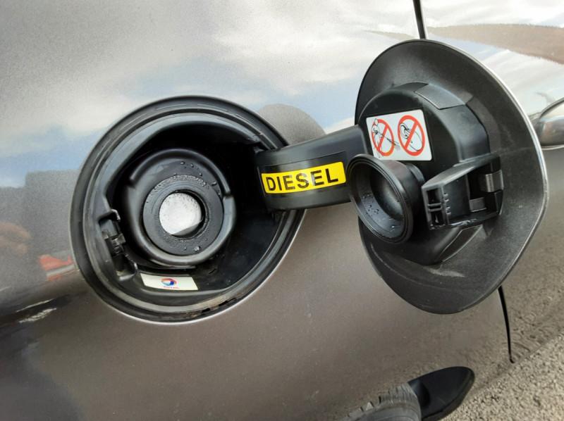 Photo 50 de l'offre de CITROEN C4 BlueHDi 120 SetS EAT6 Millenium à 12000€ chez Centrale auto marché Périgueux