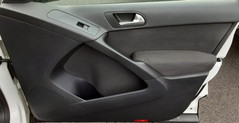 Photo 36 de l'offre de VOLKSWAGEN TIGUAN 2.0 TDI 110 FAP Bluemotion Technology à 6700€ chez Centrale auto marché Périgueux