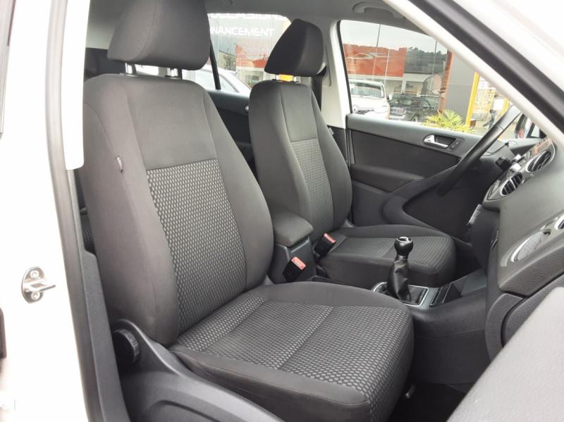 Photo 14 de l'offre de VOLKSWAGEN TIGUAN 2.0 TDI 110 FAP Bluemotion Technology à 6700€ chez Centrale auto marché Périgueux