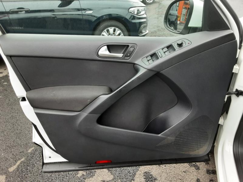 Photo 39 de l'offre de VOLKSWAGEN TIGUAN 2.0 TDI 110 FAP Bluemotion Technology à 6700€ chez Centrale auto marché Périgueux