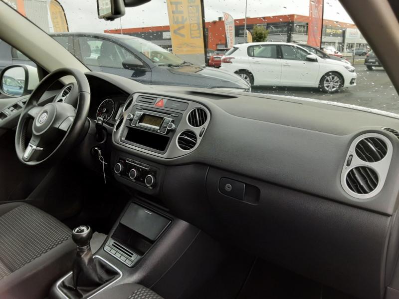 Photo 11 de l'offre de VOLKSWAGEN TIGUAN 2.0 TDI 110 FAP Bluemotion Technology à 6700€ chez Centrale auto marché Périgueux