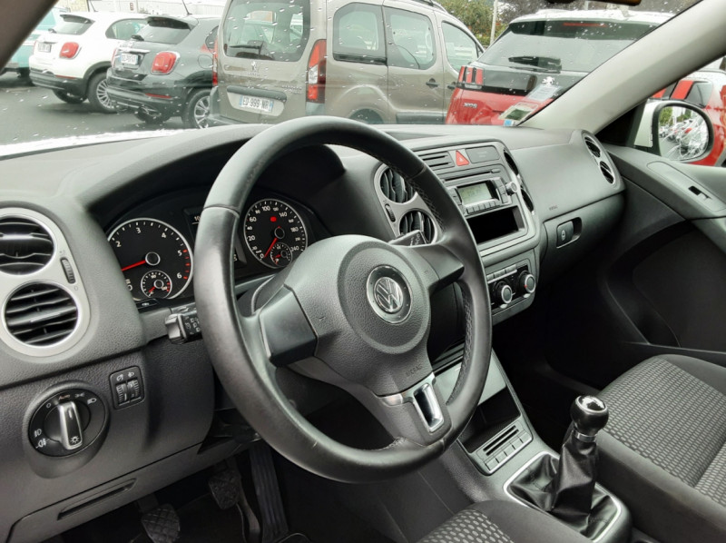 Photo 7 de l'offre de VOLKSWAGEN TIGUAN 2.0 TDI 110 FAP Bluemotion Technology à 6700€ chez Centrale auto marché Périgueux