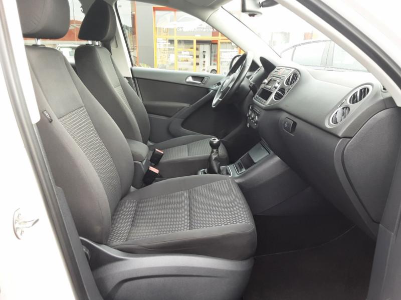 Photo 13 de l'offre de VOLKSWAGEN TIGUAN 2.0 TDI 110 FAP Bluemotion Technology à 6700€ chez Centrale auto marché Périgueux