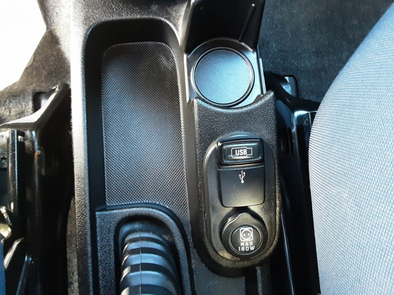 Photo 16 de l'offre de CITROEN NEMO Multispace HDI 80 Confort BMP à 10800€ chez Centrale auto marché Périgueux