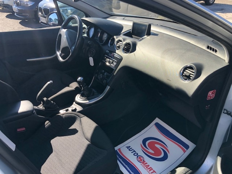 Photo 10 de l'offre de PEUGEOT 308  1.6 E-HDI 112 ALLURE GPS ATTELAGE à 7990€ chez Triplo auto