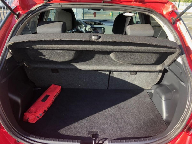 Photo 9 de l'offre de TOYOTA YARIS 1.3VVT-I100 LOUNGE GPS CAMERA RECUL à 8490€ chez Triplo auto