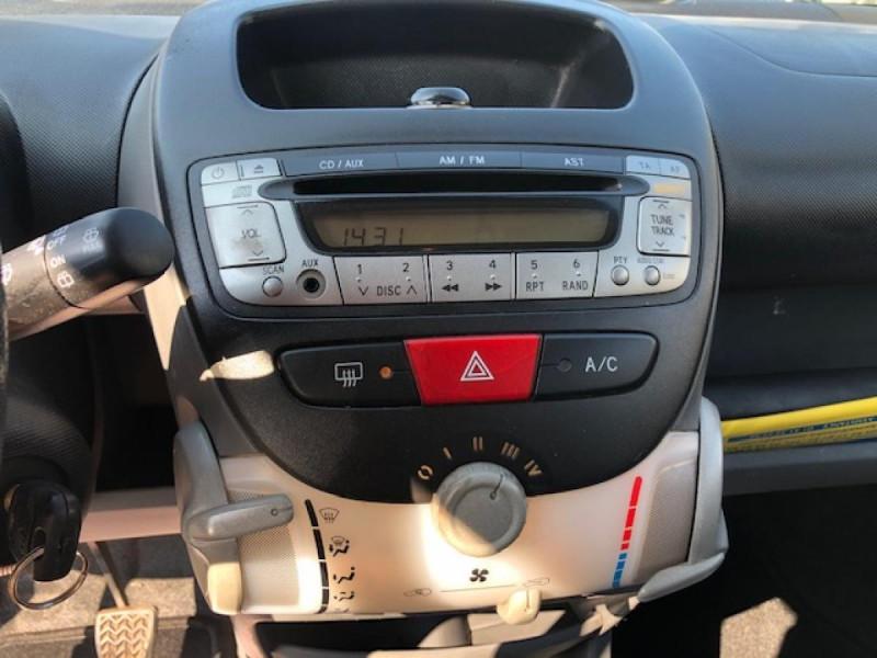 Photo 18 de l'offre de TOYOTA AYGO 1.4 D  CONFORT CLIM 5P à 2990€ chez Triplo auto