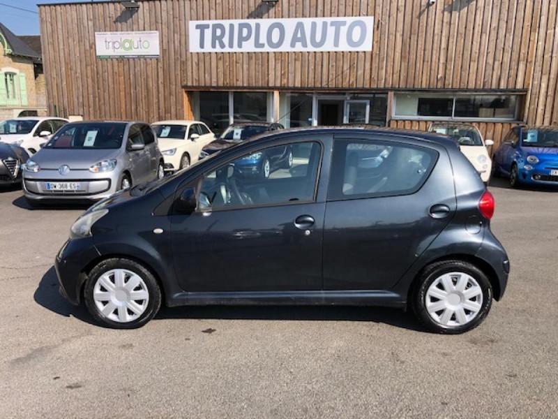 Photo 2 de l'offre de TOYOTA AYGO 1.4 D  CONFORT CLIM 5P à 2990€ chez Triplo auto