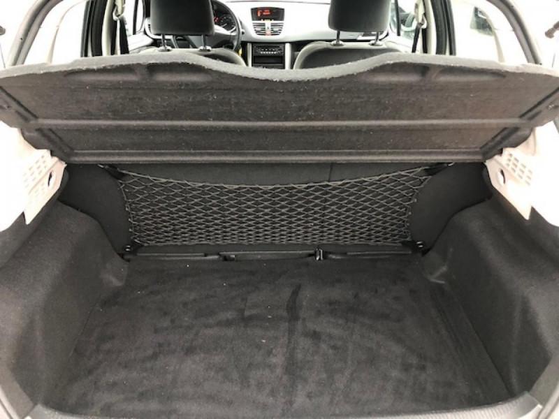 Photo 8 de l'offre de PEUGEOT 207  1.4 VTI 16V  BERLINE TRENDY  à 5490€ chez Triplo auto