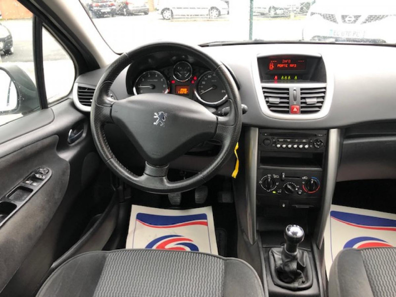 Photo 13 de l'offre de PEUGEOT 207  1.4 VTI 16V  BERLINE TRENDY  à 5490€ chez Triplo auto