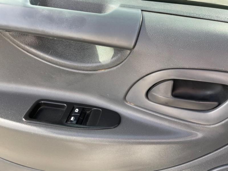 Photo 19 de l'offre de CITROEN JUMPY L1H1 1.6 HDI FAP - 90  CONFORT  à 10850€ chez Triplo auto