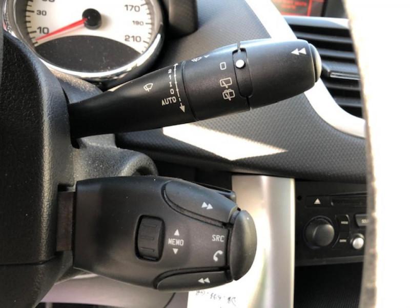 Photo 18 de l'offre de PEUGEOT 207  1.4 VTI 16V  ALLURE   à 6990€ chez Triplo auto