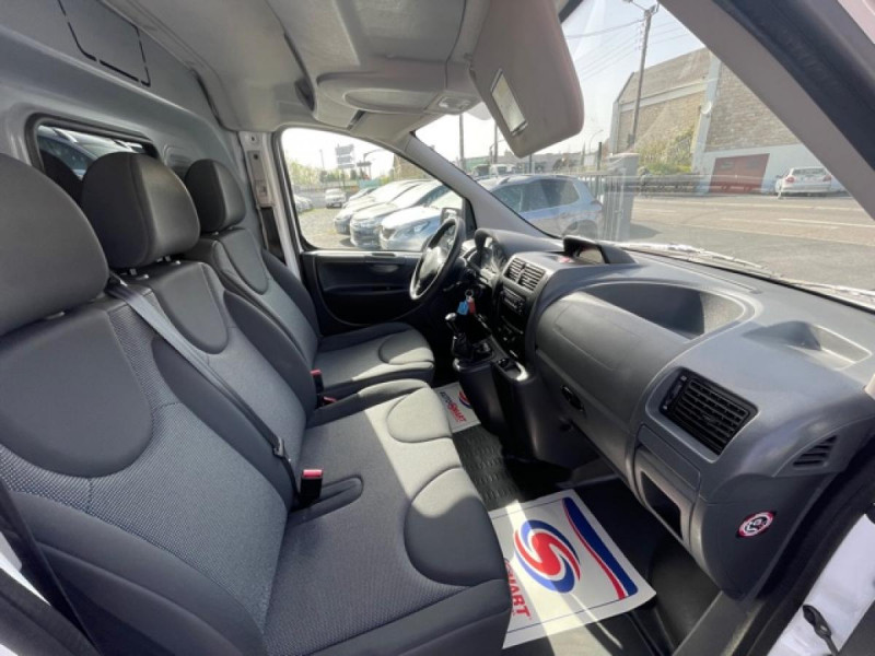 Photo 21 de l'offre de CITROEN JUMPY L1H1 1.6 HDI FAP - 90  CONFORT  à 10850€ chez Triplo auto