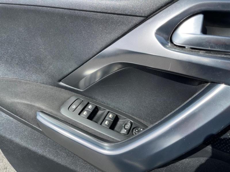 Photo 20 de l'offre de PEUGEOT 2008  1.6 E-HDI FAP - 92  ALLURE    TOIT   GRIPCONTROL à 11990€ chez Triplo auto