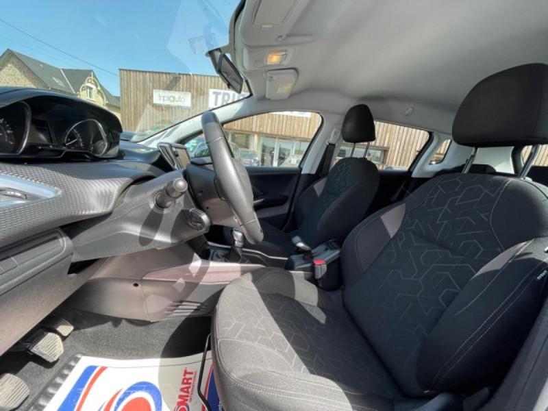Photo 12 de l'offre de PEUGEOT 2008  1.2I PURETECH 12V - 82  STYLE   GPS  à 10450€ chez Triplo auto