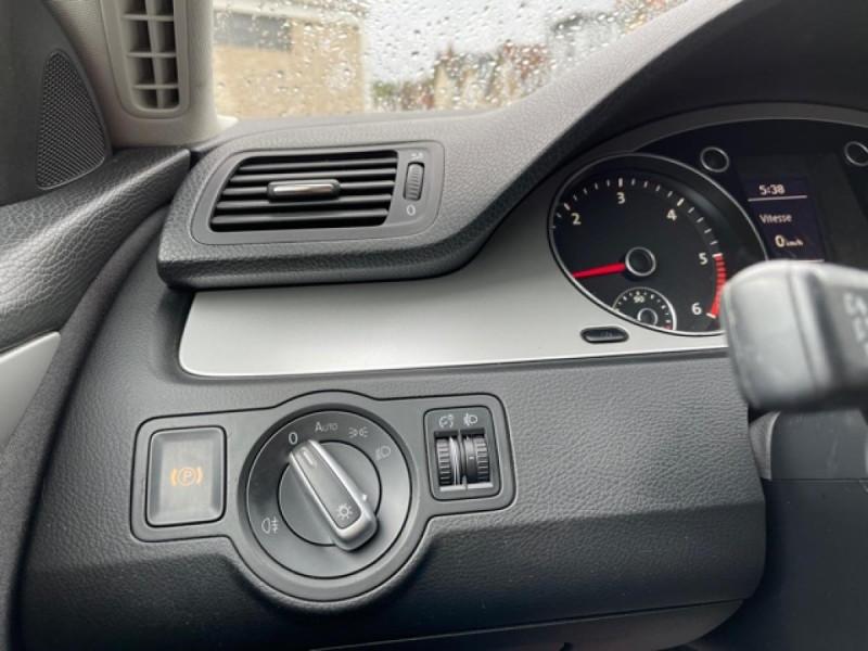 Photo 17 de l'offre de VOLKSWAGEN PASSAT CC CC 2.0 TDI 140 DISTRI OK à 7490€ chez Triplo auto