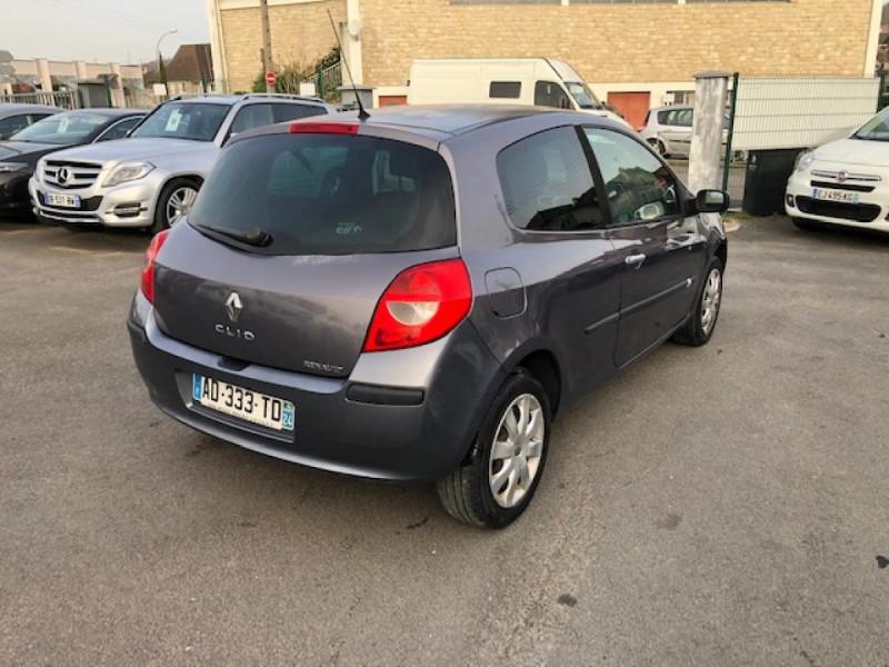 Photo 5 de l'offre de RENAULT CLIO 1.5 DCI - 85  III BERLINE EXPRESSION CLIM à 4850€ chez Triplo auto