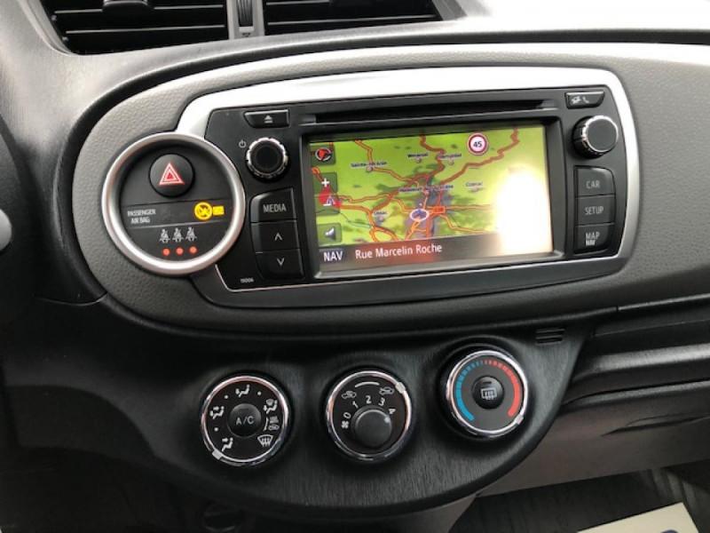 Photo 17 de l'offre de TOYOTA YARIS 1.4D-4D90 DYNAMIC GPS CAMERA ATTELAGE 1ERE MAIN à 6490€ chez Triplo auto