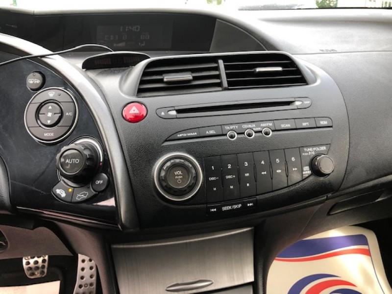 Photo 17 de l'offre de HONDA CIVIC 1.8 I-VTEC  SPORT  à 6490€ chez Triplo auto