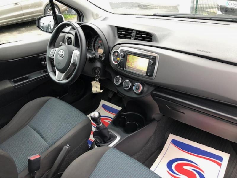 Photo 14 de l'offre de TOYOTA YARIS 1.4D-4D90 DYNAMIC GPS CAMERA ATTELAGE 1ERE MAIN à 6490€ chez Triplo auto