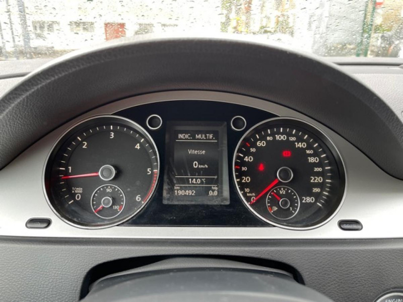Photo 14 de l'offre de VOLKSWAGEN PASSAT CC CC 2.0 TDI 140 DISTRI OK à 7490€ chez Triplo auto