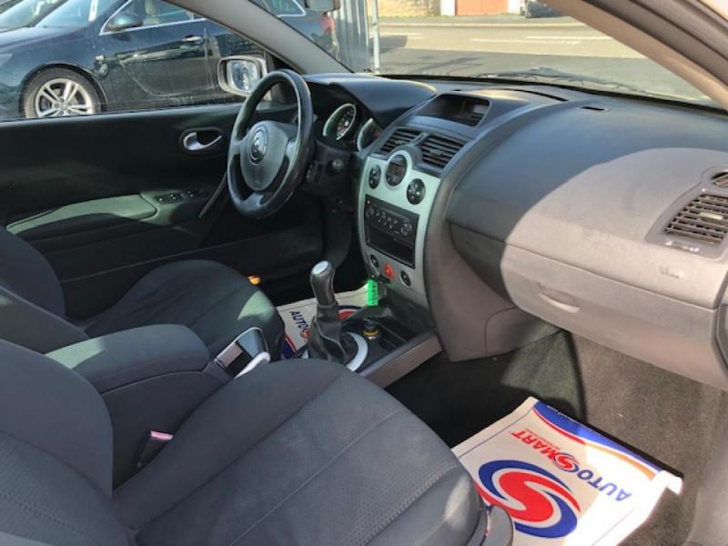 Photo 9 de l'offre de RENAULT MEGANE MéGANE CC 1.6I 16V - 116  II CC SPORT DYNAMIQUE  à 3990€ chez Triplo auto