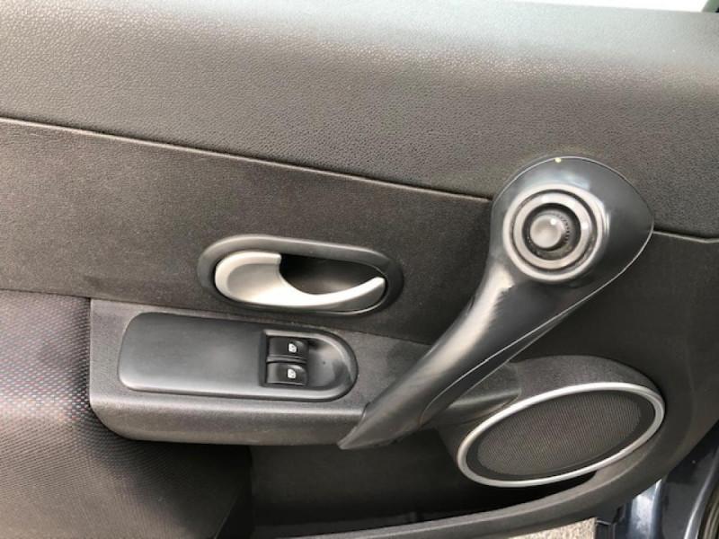 Photo 14 de l'offre de RENAULT CLIO 1.5 DCI - 85  III BERLINE EXPRESSION CLIM à 4850€ chez Triplo auto