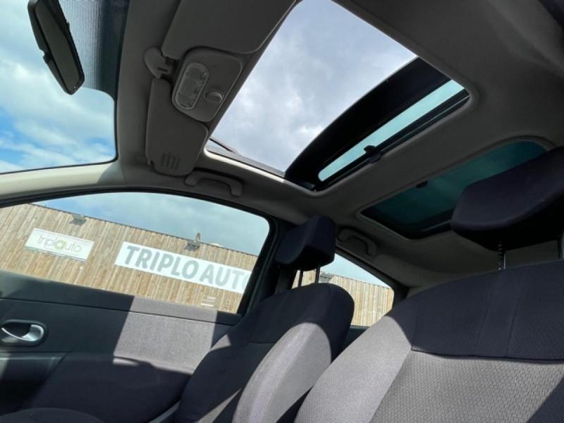 Photo 13 de l'offre de RENAULT CLIO 1.6I-110 CONFORT EXPRESSION CLIM TOIT OUVRANT à 4250€ chez Triplo auto