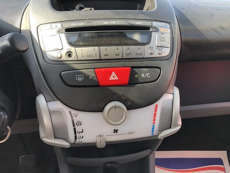 Photo 15 de l'offre de TOYOTA AYGO 1.0 68 CONFORT CLIM 5PORTES GAR3MOIS à 3490€ chez Triplo auto