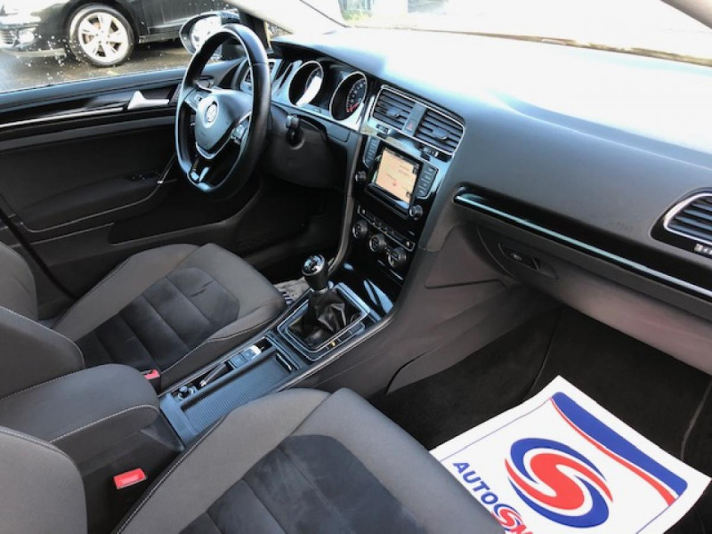 Photo 14 de l'offre de VOLKSWAGEN GOLF 1.2 TSI 105 CARAT GPS RADAR AV AR  - BLUEMOTION  à 11750€ chez Triplo auto