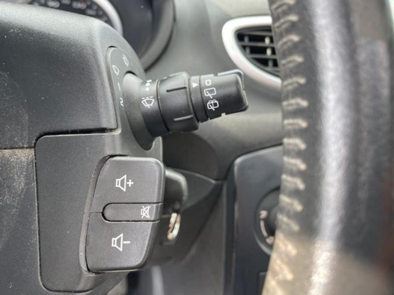 Photo 19 de l'offre de RENAULT CLIO 1.6I-110 CONFORT EXPRESSION CLIM TOIT OUVRANT à 4250€ chez Triplo auto