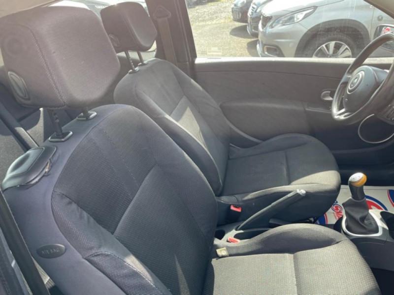 Photo 15 de l'offre de RENAULT CLIO 1.6I-110 CONFORT EXPRESSION CLIM TOIT OUVRANT à 4250€ chez Triplo auto