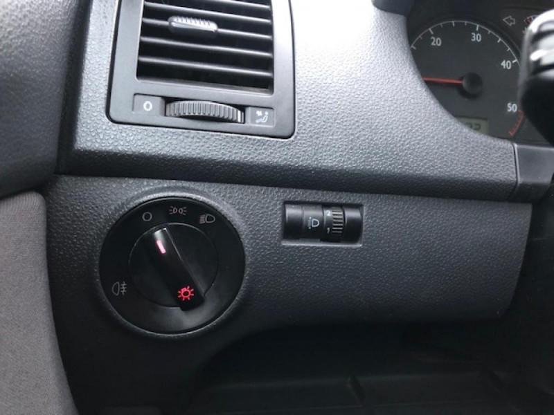 Photo 16 de l'offre de VOLKSWAGEN POLO 1.4TDI75 TREND CLIM ATTELAGE GAR3MOIS à 4990€ chez Triplo auto