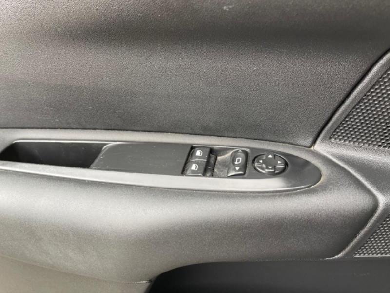 Photo 19 de l'offre de CITROEN C4 1.6 HDI 90 ATTRACTION CLIM DISTRI OK à 5350€ chez Triplo auto
