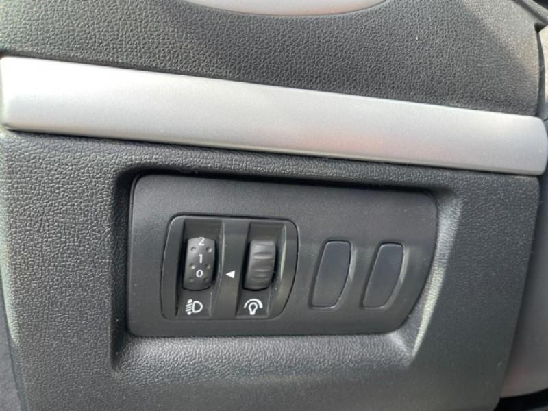 Photo 20 de l'offre de RENAULT CLIO 1.6I-110 CONFORT EXPRESSION CLIM TOIT OUVRANT à 4250€ chez Triplo auto