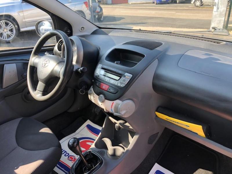 Photo 14 de l'offre de TOYOTA AYGO 1.4 D  CONFORT CLIM 5P à 2990€ chez Triplo auto