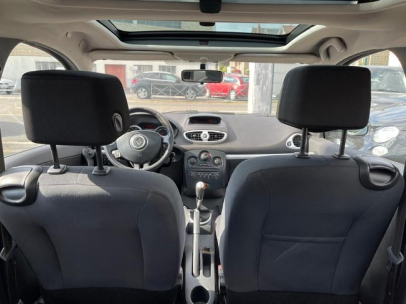Photo 10 de l'offre de RENAULT CLIO 1.6I-110 CONFORT EXPRESSION CLIM TOIT OUVRANT à 4250€ chez Triplo auto