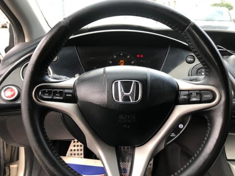 Photo 16 de l'offre de HONDA CIVIC 1.8 I-VTEC  SPORT  à 6490€ chez Triplo auto