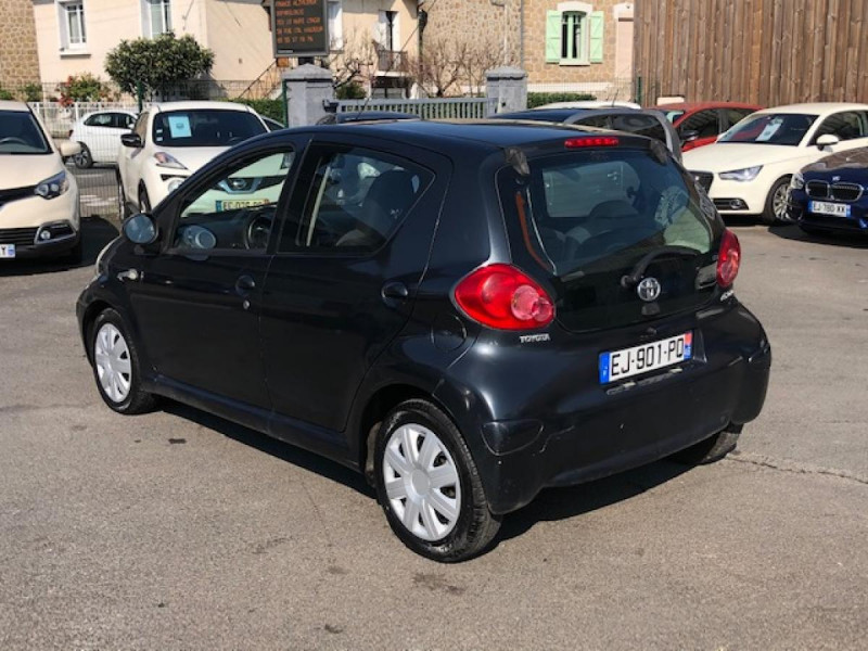 Photo 3 de l'offre de TOYOTA AYGO 1.4 D  CONFORT CLIM 5P à 2990€ chez Triplo auto