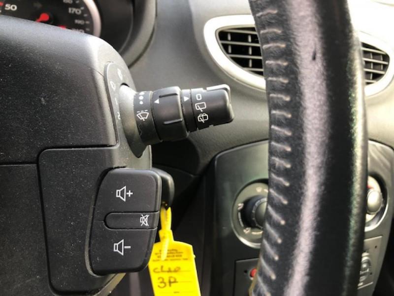 Photo 18 de l'offre de RENAULT CLIO 1.5 DCI - 85  III BERLINE EXPRESSION CLIM à 4850€ chez Triplo auto