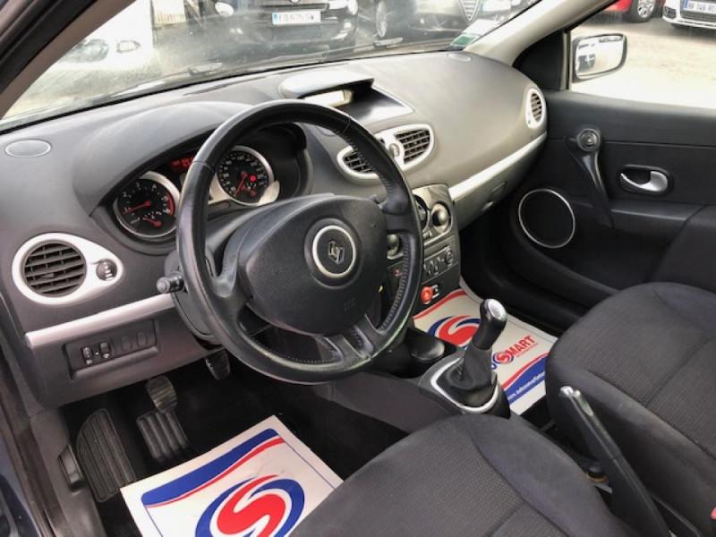 Photo 13 de l'offre de RENAULT CLIO 1.5 DCI - 85  III BERLINE EXPRESSION CLIM à 4850€ chez Triplo auto