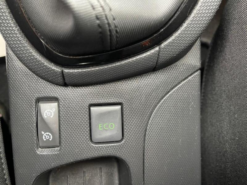 Photo 20 de l'offre de RENAULT CLIO 1.5DCI-90ZEN GPS DISTRI OK à 8490€ chez Triplo auto