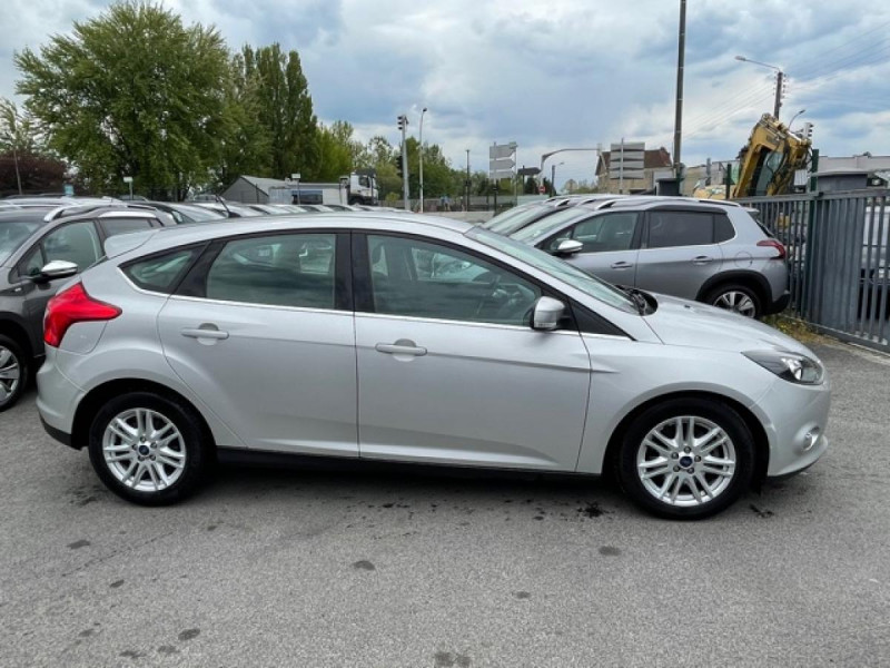 Photo 6 de l'offre de FORD FOCUS 2.0TDCI115-BVA POWERSHIFT  TITANIUM CLIM RADAR à 8990€ chez Triplo auto