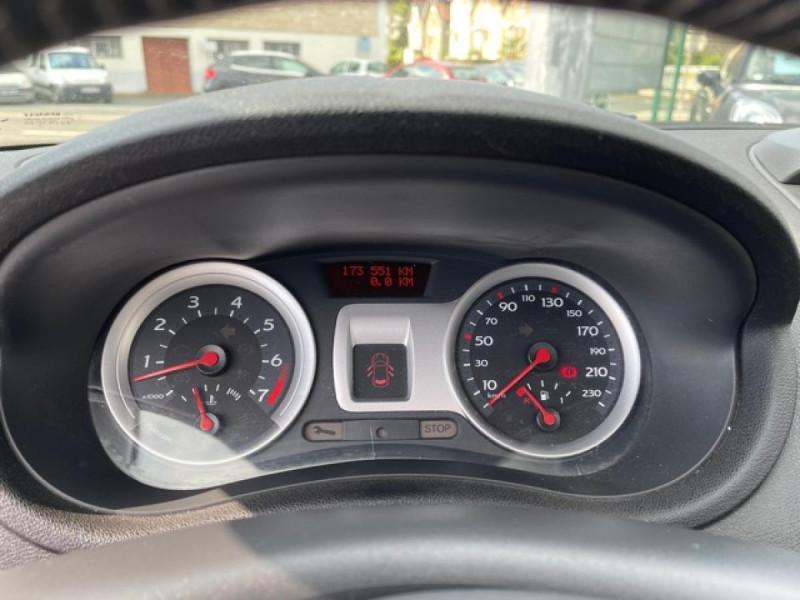 Photo 17 de l'offre de RENAULT CLIO 1.6I-110 CONFORT EXPRESSION CLIM TOIT OUVRANT à 4250€ chez Triplo auto