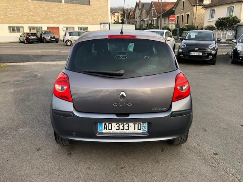Photo 4 de l'offre de RENAULT CLIO 1.5 DCI - 85  III BERLINE EXPRESSION CLIM à 4850€ chez Triplo auto