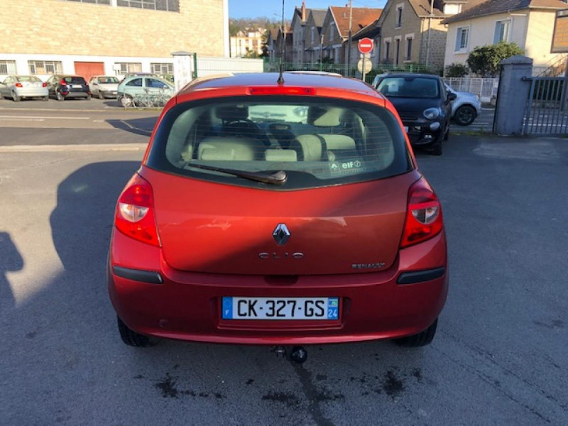 Photo 3 de l'offre de RENAULT CLIO 1.2I 75 DYNAMIQUE CLIM 71000KM DISTRI OK   CT OK à 5490€ chez Triplo auto
