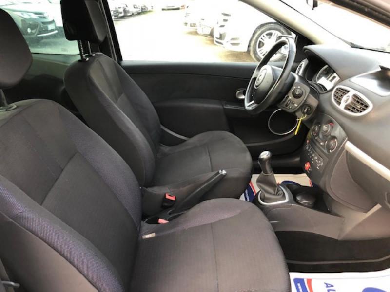 Photo 10 de l'offre de RENAULT CLIO 1.5 DCI - 85  III BERLINE EXPRESSION CLIM à 4850€ chez Triplo auto