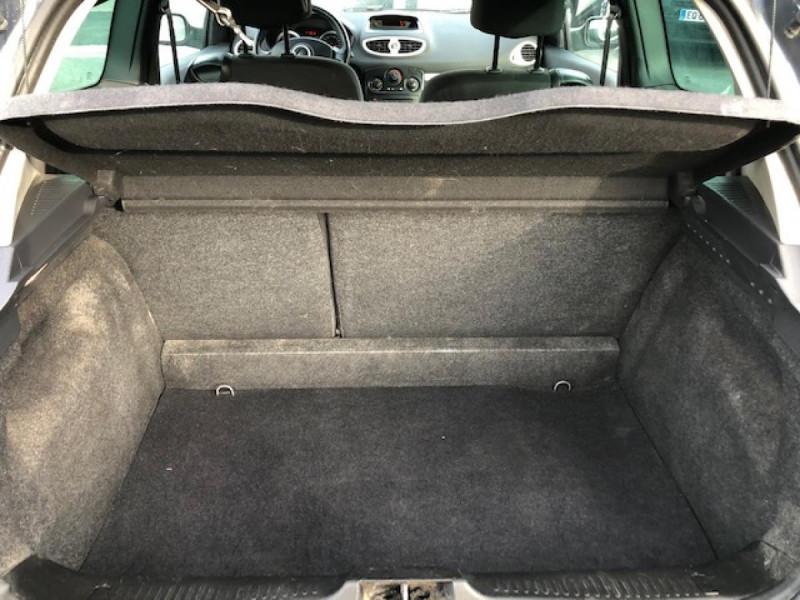 Photo 9 de l'offre de RENAULT CLIO 1.5 DCI - 85  III BERLINE EXPRESSION CLIM à 4850€ chez Triplo auto